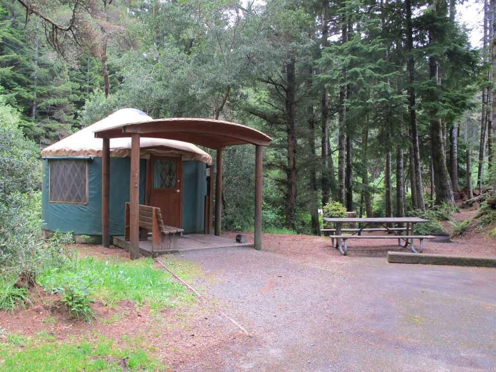 Umpqua lighthouse state park campground oregon coast for Oregon state parks yurts and cabins